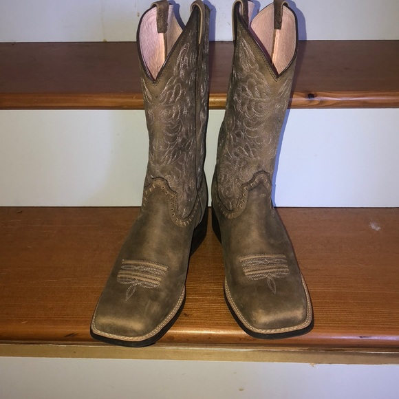 48a1157743c Ariat Rich Brown Round up Remuda Cowgirl Boots